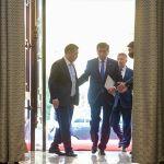 14-октябрда Жапаров ЖК тарабынан премьер-министрликке дайындалган. 15-октябрда ошол учурдагы өлкө башчы Сооронбай Жээнбеков отставкага кете турганын билдирип, анын милдеттери өкмөт башчы Садыр Жапаровго өткөн