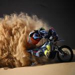 Байкер Вальтер Рулантс из Бельгии едет во время второго этапа ралли Дакар 2021 между городами Биша и Вади Ад-Давасир в Саудовской Аравии. 04 января 2021 года
