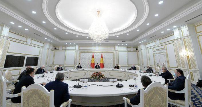 И. о. президента КР, торага Жогорку Кенеша Талант Мамытов встретился с главами миссий международных наблюдателей. 11 января 2021 года