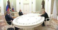 В Москве прошли переговоры президента России Владимира Путина, главы Азербайджана Ильхама Алиева и премьер-министра Армении Никола Пашиняна по ситуации в Нагорном Карабахе.