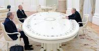 Россия лидери Владимир Путин, Азербайжандын президенти Ильхам Алиев жана Армениянын башчысы Никол Пашиняндын Москва шаарындагы жолугушуусу