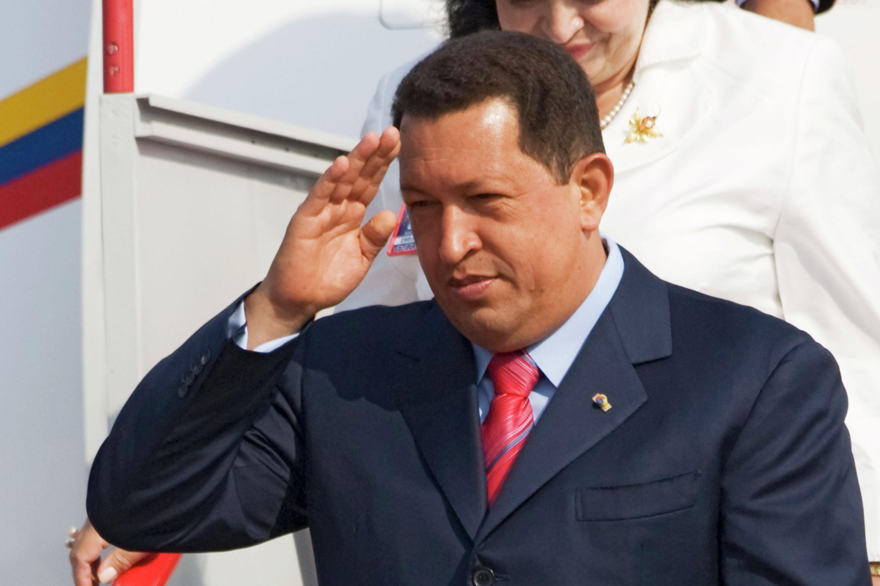 Бывший президент Венесуэлы Уго Чавес в московском аэропорту Внуково-2.