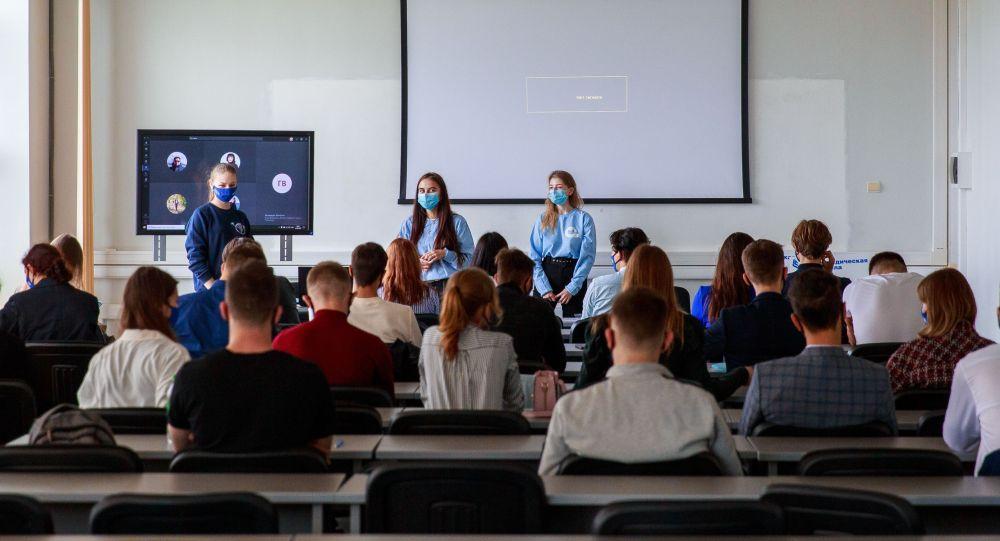 Студенты в аудитории университета