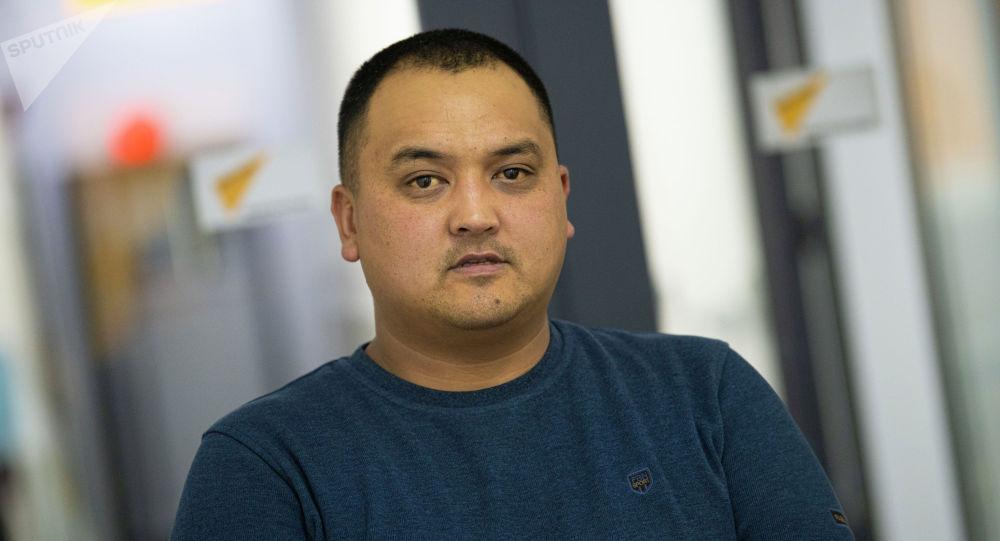 Автоунаа сатып ишкерлик кылган Үмүтбек Сүйүнтбеков