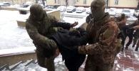 Бишкекте уюшкан кылмыштуу топтун активдүү мүчөсү, Алтуха каймана аты менен таанымал Алтынбек Ибраимов кармалды. Бул тууралуу Улуттук коопсуздук мамлекеттик комитетинен кабарлашты.