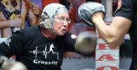 Нэнси Ван Дер Стратен из Турции в 74 года решила заняться боксом. Для нее это не только хобби, но и способ противостоять неизлечимой болезни.