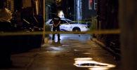 Офицер полиции дежурит одной из улиц Торонто. Архивное фото