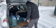 Изъятые горюче-смазочные материалы во время рейдового мероприятие по ликвидации точек стихийной торговли на улице Профсоюзной в Бишкеке