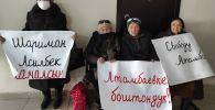 Мурдагы президент Алмазбек Атамбаевдин тарапташтары митинг учурунда