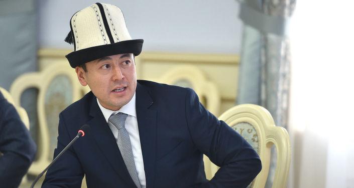 Министр культуры, информации и туризма КР Нуржигит Кадырбеков на совещании по развитию сферы туризма