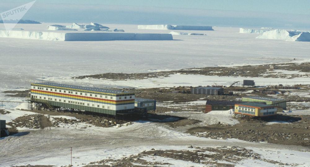 Антарктидадагы Жаштар станциясы. Архивдик сүрөт