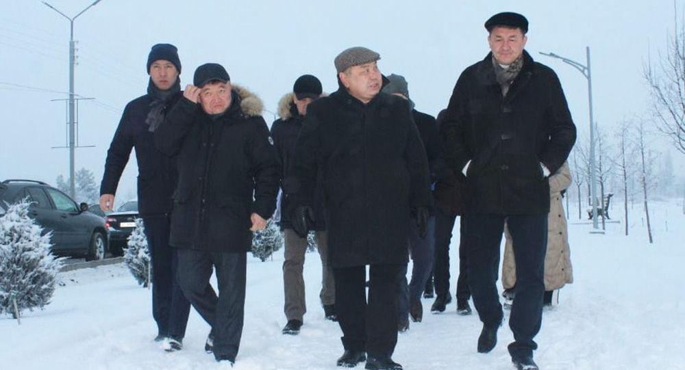 Бишкек шаарынын мэринин милдетин аткаруучу Балбак Түлөбаев Ак-Өргө жаңы конушунун кыдыруу учурунда