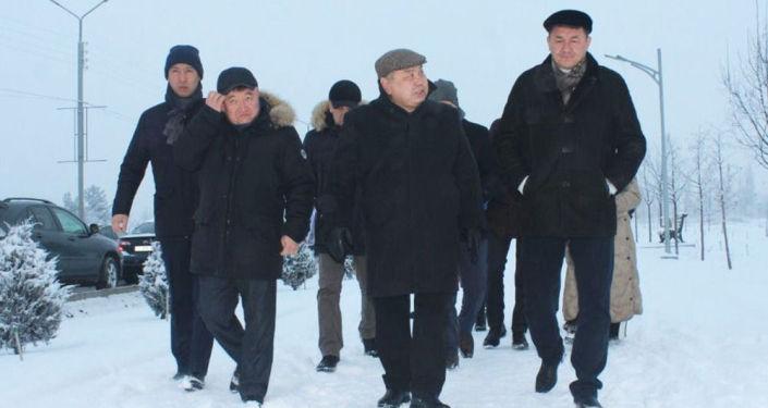 И.о мэра Бишкека Балбака Тулобаева во время обхода объектов Ленинского района Бишкека