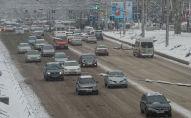 Бишкектин Байтик Баатыр көчөсүндөгү автоунаалар