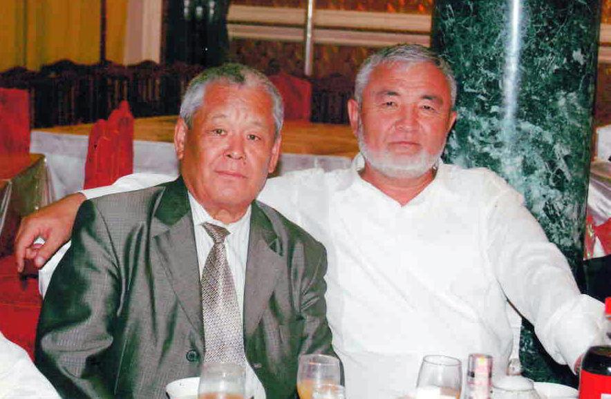 Кыргыздын генийи Табылды Эгембердиев менен сый тамак үстүндө