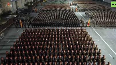 Кореянын борбордук телеграф агенттиги парадда дүйнөдөгү эң кубаттуу курал көрсөтүлдү деген кабарды таратты.