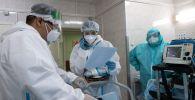 Медицинские работники в приемном отделении госпиталя. Архивное фото