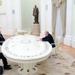 Россиянын президенти Владимир Путин Армениянын өкмөт башчысы Никол Пашинян менен Азербайжандын башчысы Ильхам Алиевди сүйлөшүүгө чакырды