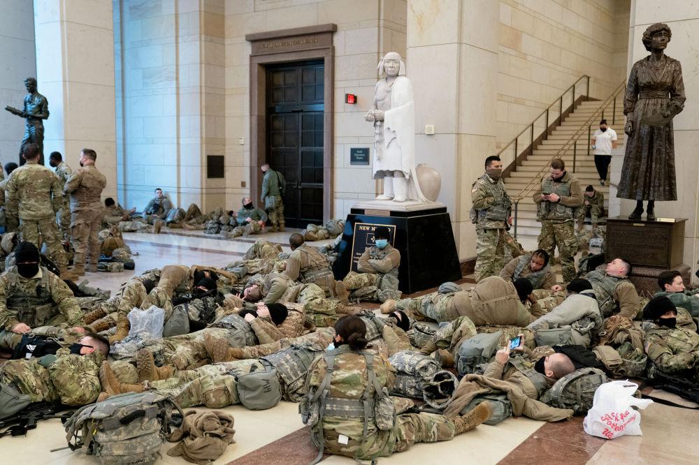 20-декабрь күнү Вашингтон шаарында өтчү президенттик инаугурацияга даярданган Улуттук гвардиянын жоокерлери