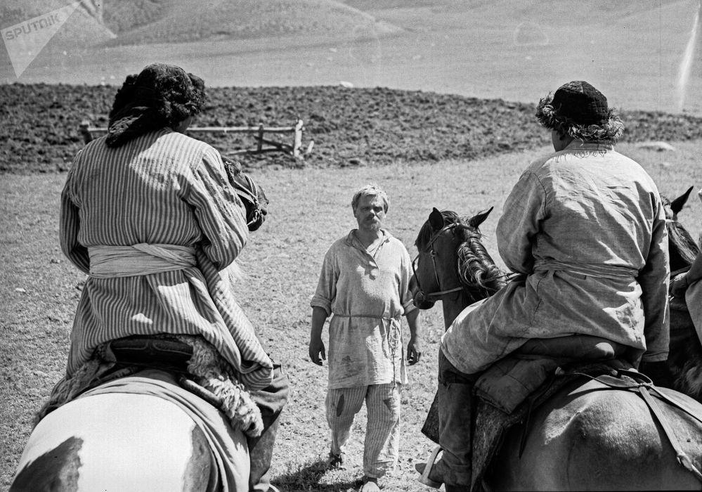 Шамшиевдин бул эмгегинде Октябрь революциясына чейинки Орто Азиядагы тарыхый абал сүрөттөлгөн