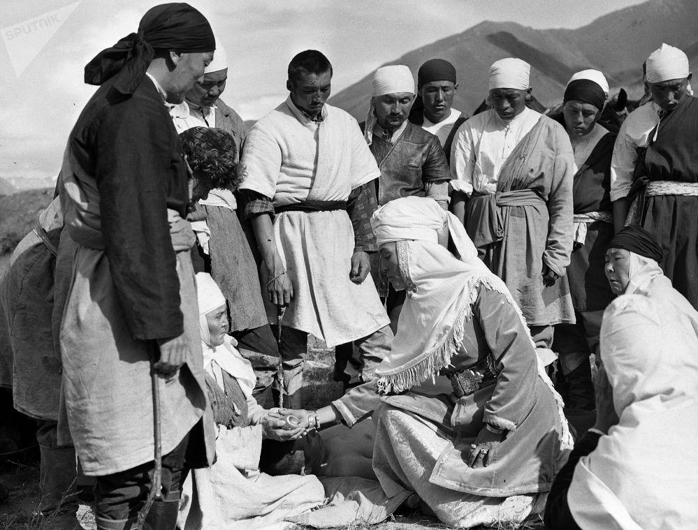 Караш-Караш окуясына кыргыз менен казактын бир топ белгилүү чыгармачыл инсандары тартылган