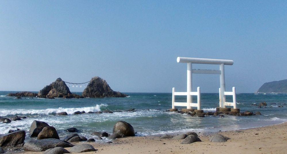 Пляж в Итосиме.  Городок находится в префектуре Фукуока (Япония).