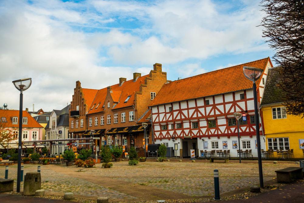 Ольборг — городок в Дании, в центре Северной Ютландии. В средние века город был важной морской гаванью, а позднее превратился в промышленный центр.