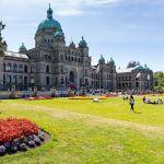 Законодательное собрание Британской Колумбии в городе Виктория (Канада). Город расположен на юго-восточном краю острова Ванкувер на крайнем западе страны и является столицей провинции Британская Колумбия.