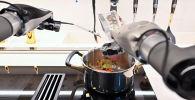 На выставке CES 2021 компания Moley Robotics анонсировала кухонного робота, способного готовить сложные блюда с нуля самостоятельно.