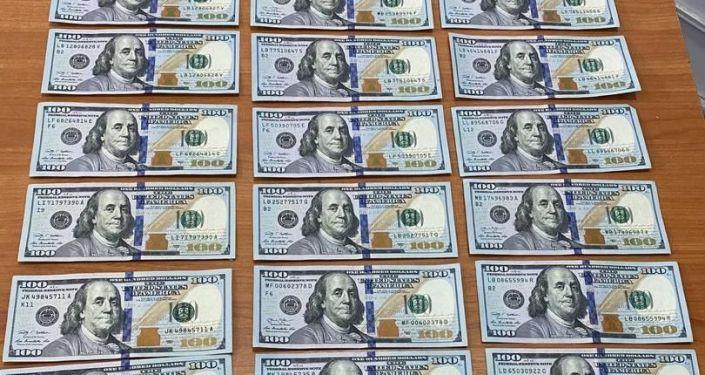 Силовики изъяли 297 тысяч сомов и 8 200 долларов у так называемого общака в местах лишения свободы, сообщила пресс-служба министерства