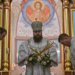 Сүрөттөр православ христиандарынын Бишкектеги чиркөөсүнөн тартылды