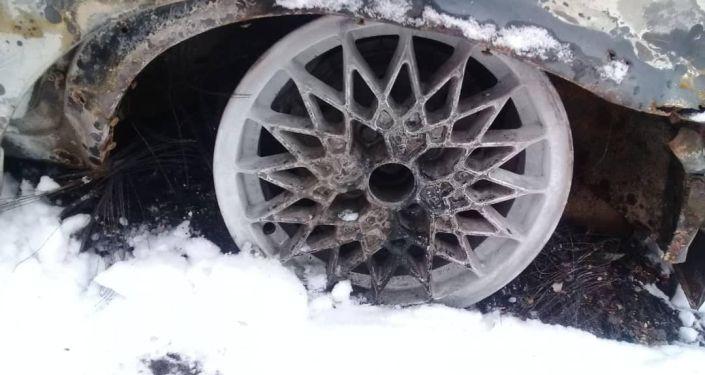 В Бишкеке угнали автомобиль и сожгли, чтобы скрыть следы преступления, сообщила пресс-служба ГУВД столицы