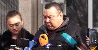 Исполняющий обязанности мэра Бишкека Балбак Тулобаев выступает с обращением по ситуации с маршрутками. Мероприятие проходит в акимиате Октябрьского района.