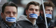 Протесты против блокировки аккаунтов в сети Facebook в Варшаве, Польша
