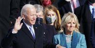 Джоз Байден приносит присягу на инаугурации президент США