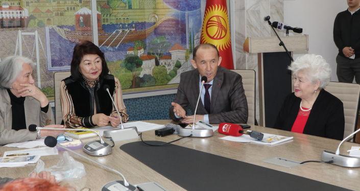 Она была издана Кыргызпатентом в честь Дня истории и памяти предков тиражом 500 экземпляров на государственном и официальном языках