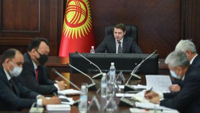 И.о премьер-министра КР Артем Новиков на совещании по прохождению текущего осенне-зимнего периода