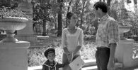 КРдин эл артисти, белгилүү актриса Айтурган Темирова менен белгилүү советтик актер Талгат Нигматулин жана кичинекей Чыңгыз Шамшиевдин сүрөтү 1983-жылы Фрунзе (азыркы Бишкек) шаарында тартылган