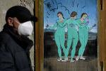 Работы итальянского уличного художника TvBoy под названием Три вакцины