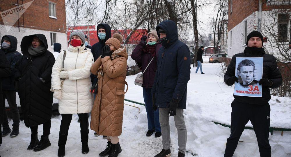 Сторонники Алексея Навального во время митинга