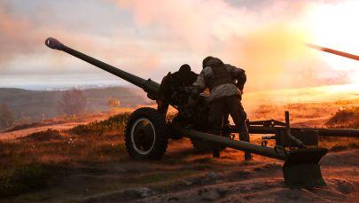 Салют үчүн артиллериялык техника колдонуу. Архивдик сүрөт