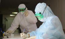 Медицинские работники во время работы