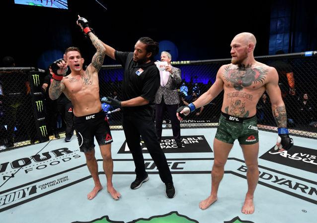 Дастин Порье одержал победу нокаутом над Конором МакГрегором на UFC 257 в Абу Даби (ОАЭ)