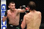 Узбекистанец Махмуд Мурадов и американец Эндрю Санчеза во время турнира UFC 257