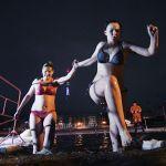 Женщины участвую в крещенских купаниях на реке Волхов в Великом Новгороде (Россия)