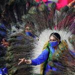 Танцоры выступают во время генеральной репетиции парада в честь Дня Республики в Нью-Дели, Индия. 23 января 2021 года