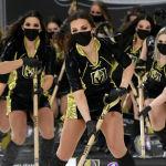 Представители команды Knights Guard чистят лед перед игрой в Лас-Вегасе, США. 16 января 2021 года