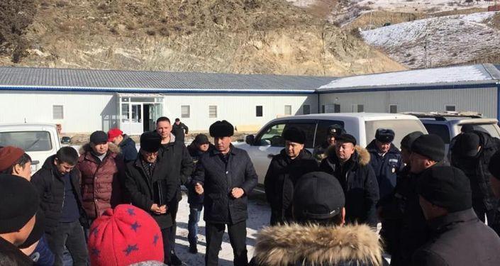 Полпред Джалал-Абадской области Абсаттар Сыргабаев во время посещения села Терек-Сай Чаткальского района