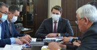 Премьер-министрдин милдетин аткарып жаткан Артем Новиков жыйын учурунда
