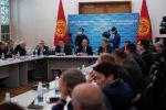 Участники конституционного совещания, где обсуждается проект новой конституции  в здании Национальной академии наук в Бишкеке